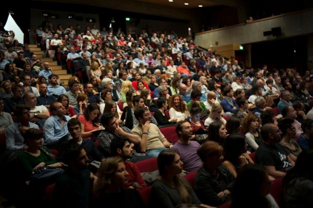 10-26 crowd L1002212