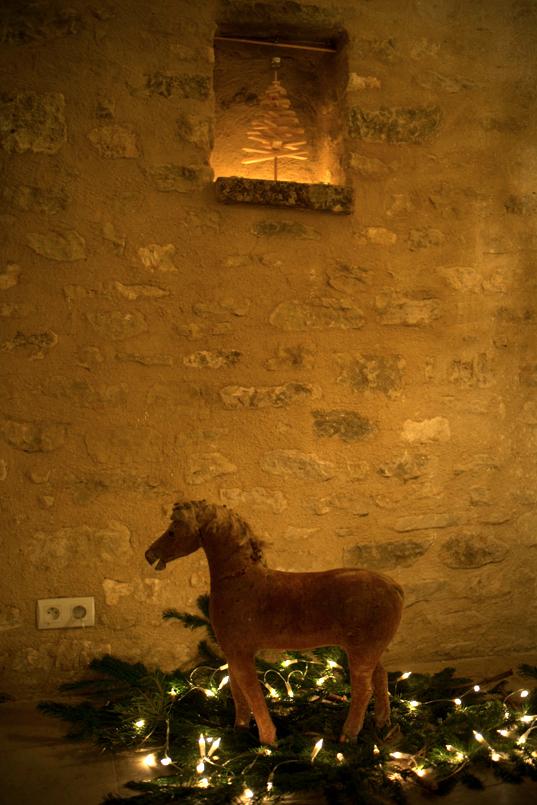 12-19 HORSE L1003538